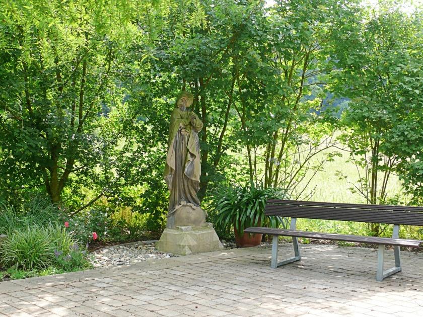hohe ward statue